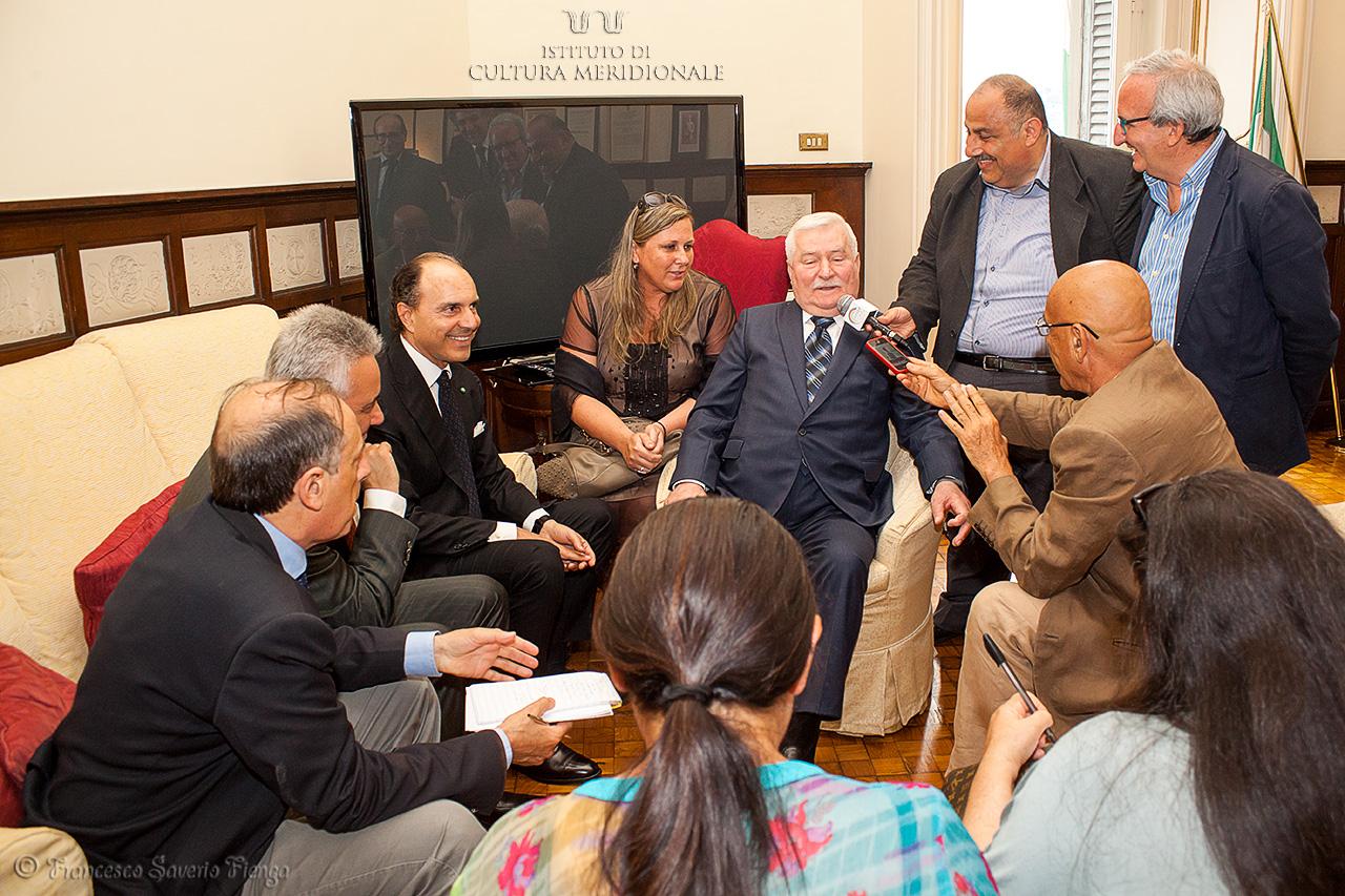 A1-conferenza-stampa-con-Lech-Walesa-©-Francesco-Saverio-Fienga-IMG_1231_ICM-1.jpg