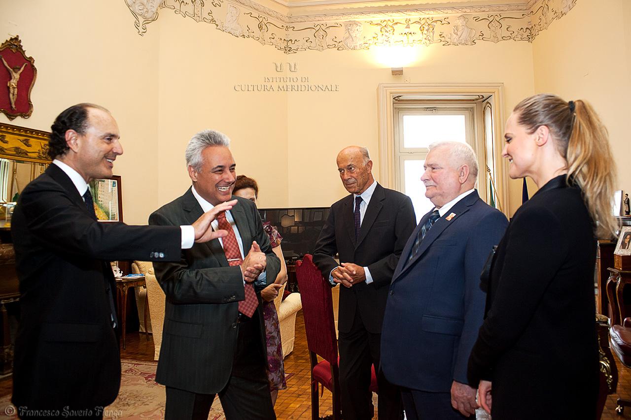 A3-il-presidente-Gennaro-Famiglietti-lambasciatore-di-Bulgaria-Marin-Raykov-Jas-Gawronski-e-Lech-Walesa-con-la-figlia-Maria-Wiktoria-©-Francesco-.jpg